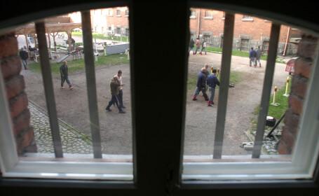 Tara in care detinutii umbla liberi prin orase si au propriile chei. Cum functioneaza cel mai permisiv sistem de detentie