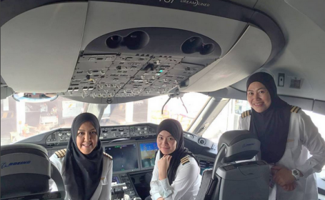 Au aterizat cu avionul in tara in care nu au voie nici macar sa conduca masina. Povestea femeilor pilot din Brunei