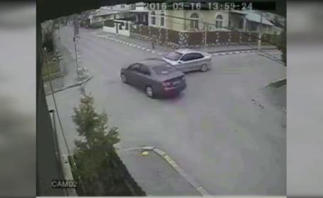Accident filmat, in Prahova. Momentul in care 2 soferi ignora regulile de circulatie si sunt la un pas de o tragedie