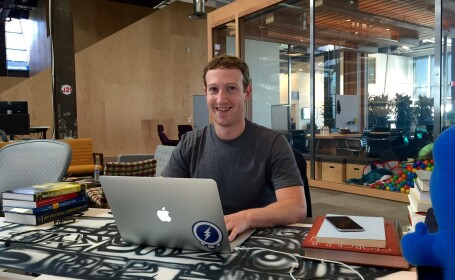 Mark Zuckerberg la laptop