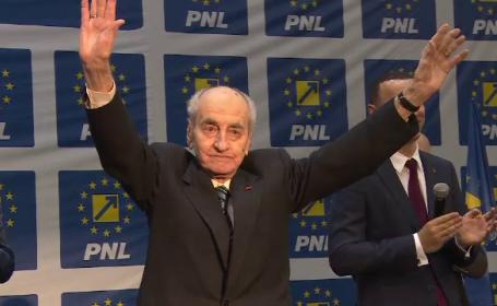 Tort si sampanie in Parlament pentru Mircea Ionescu Quintus. Cum i-au sarbatorit colegii de partid cea de-a 99-a aniversare