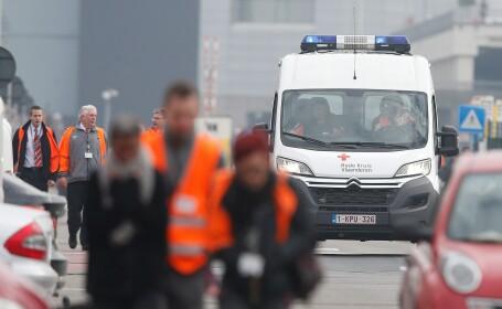 Un microbuz a intrat intr-un camion de mare tonaj in centrul Frantei. 12 persoane au murit