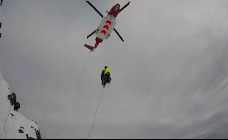 Operatiune de salvare dificila a unui alpinist, in Tara Galilor. Salvamonstitii au intervenit cu un elicopter