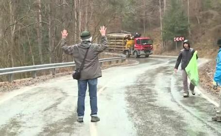 Ce s-a intamplat cand activistii au blocat un camion cu lemne, la Vidraru. Dezastrul din zona, surprins de Google Earth. FOTO