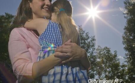 O femeie care a stat 7 ani in coma si-a vazut fiica pentru prima oara de la nastere. Momentul a fost filmat. VIDEO