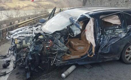 Sotul Alinei Gorghiu ranit intr-un accident grav, pe Valea Oltului. Impactul violent a aruncat un autotren pe calea ferata