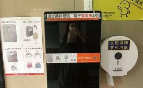 WC camera supraveghere