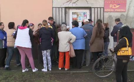 Comuna din Romania unde localnicii stau la cozi la posta cu zilele si au facut liste de asteptare: \