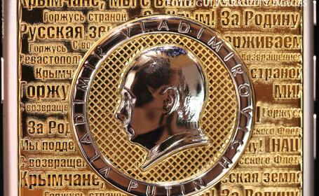 iphone din aur cu chipul lui Putin