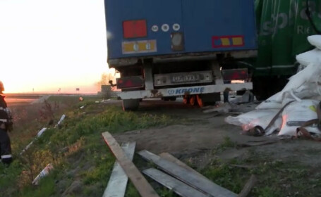 Un TIR cu azotat de amoniu s-a rasturnat la marginea Craiovei. Oamenii s-au temut ca se va repeta tragedia de la Mihailesti