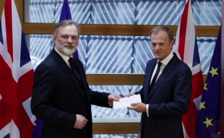 Tusk exclude negocierea viitoarei relatii cu Marea Britanie in paralel cu cea a BREXIT. Avertismentul unui oficial european