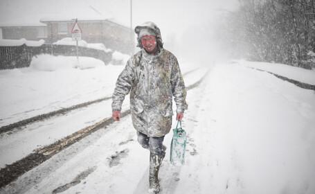 Numeroase regiuni din Europa sunt prinse în ghearele unei ierni aprige. Oamenii își fac rezerve de apă