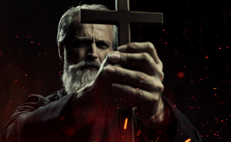 """A crescut numărul celor care solicită ritualuri pentru """"alungarea"""" demonilor. Varianta, exorcizarea online"""
