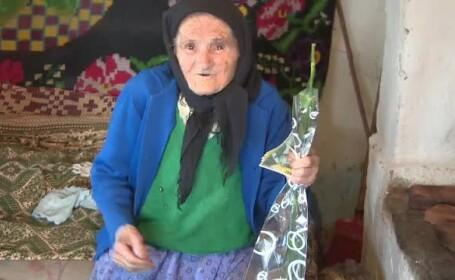 batrana de 100 de ani din Gorj
