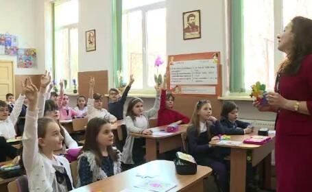 Cei mici au pregătit surprize de 8 Martie la şcoală. \