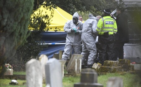 politie la cimitirul unde e ingropata sotia lui Skripal