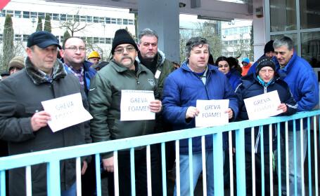 Protest spontan la termocentrala Mintia. Oamenii cer să discute cu Viorica Dăncilă