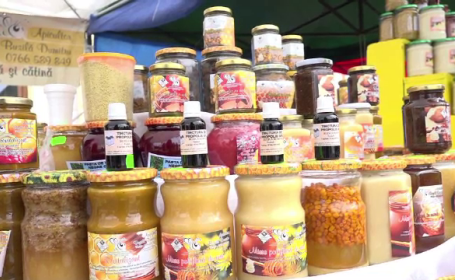 """Sute de apicultori s-au strâns, în acest weekend, la Blaj: """"Încercăm să aducem miere vie, adevărată"""""""