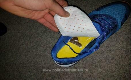 prins cu droguri in pantofi