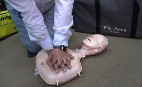 Trei licee au fost dotate cu manechine și defibrilatoare pentru acordarea primului ajutor