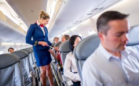 Compania aeriană care le permite stewardeselor să poarte pantaloni la bord