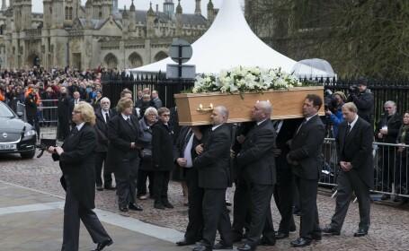 Sute de persoane şi-au luat rămas bun, sâmbătă, de la Stephen Hawking