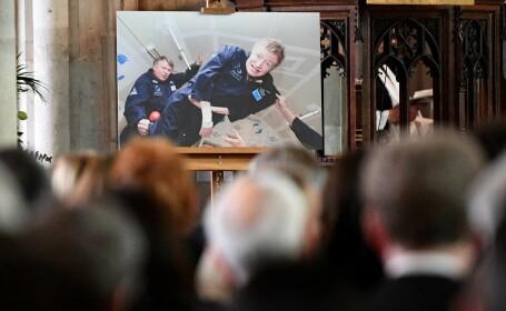 Mulțime impresionantă la funeraliile lui Stephen Hawking. A participat și actorul Eddie Redmayne