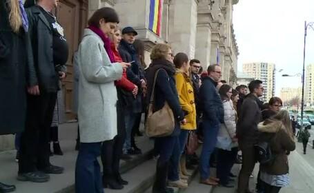 OUG 7. Zeci de magistrați au protestat pe treptele Palatului de Justiție din Capitală