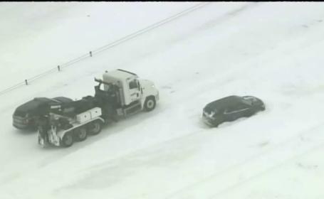 Episod de iarnă violentă în SUA. 600 de șoferi blocați pe o șosea de furtună
