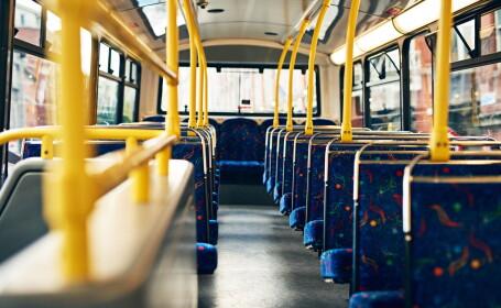 Un angajat de la curățenie a găsit un pachet cu 300.000 de lire sterline într-un autobuz