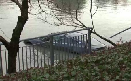 masina Tesla in lac
