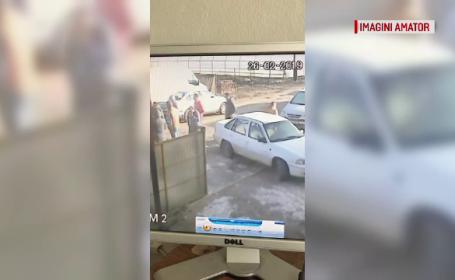 Momentul în care un bărbat a fost bătut de 14 indivizi, drept răzbunare
