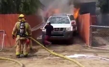 Momentul în care un bărbat se aruncă într-o casă în flăcări pentru a-și salva câinele - 3