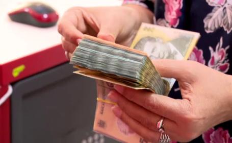 casiera care numara bani