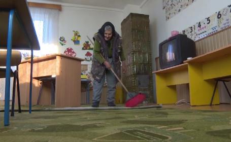 Femeie de servici la grădiniță, la 83 de ani