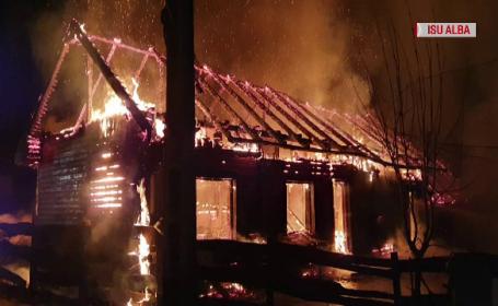 Incendiu puternic la un complex turistic din Poiana Aiudului. De la ce a pornit