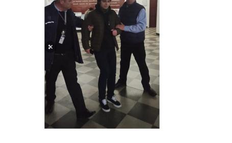 Silvian Man, studentul care a vrut să candideze împotriva lui Tudorel Toader, scos afară cu forța din universitate