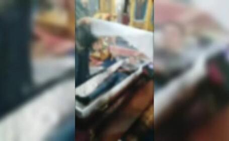Un preot din Huedin a băgat 5 oameni într-un sicriu pentru a face jurăminte în biserică