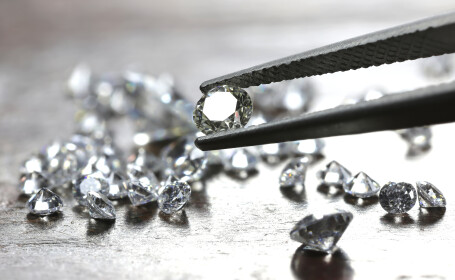 Trei români condamnaţi în Franţa. Patru ani de închisoare pentru diamante de un 1 mil. €
