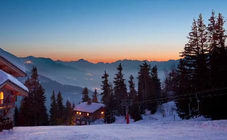 """Experiențe ca în Alpi, însă în munții noștri. Ce înseamnă conceptul de """"chalet"""""""