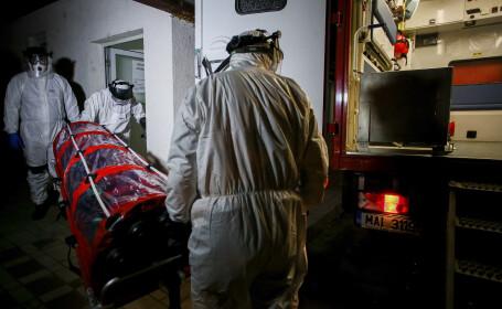 Un pacient din Arad care a fost confirmat ca fiind infectat cu coronavirus este transportat si internat in carantina la Spitalul de Boli Infectioase Victor Babes din Timisoara