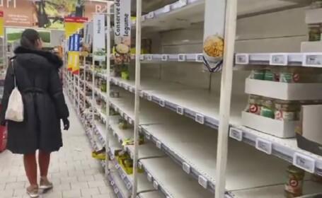Românii au golit din nou rafturile magazinelor