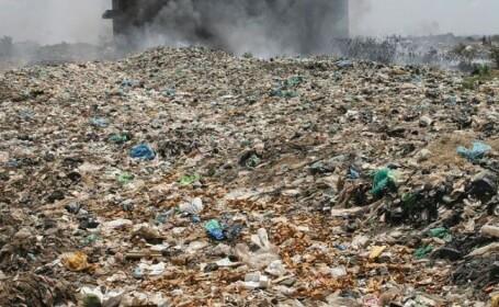 Arderi necontrolate de deşeuri, în Bucureşti