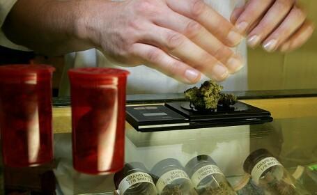 """Americanii fac cozi la magazinele de marijuana: """"După ce stocurile de hârtie igienică s-au epuizat, au nevoie să se relaxeze"""""""