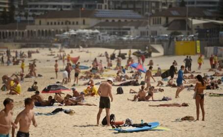 Australienii ignoră izolarea și au ieșit la plajă. În imagine, plaja Bondi Beach de lângă Sydney