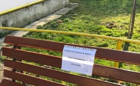 Locuitorii din Cisnădie nu mai au voie să se aşeze pe băncile din oraş