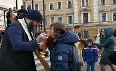 Catedrala Mitropolitană din Cluj: Zeci de oameni s-au împărtășit cu aceeași linguriță, fără nicio reținere
