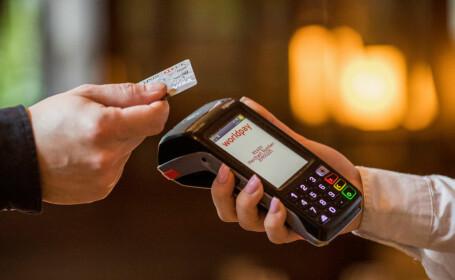 Autoritatea Bancară Europeană: Plăţile contactless ajută la reducerea contaminării. Se cere majorarea limitei de plată