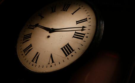 România trece la ora de vară: ora 3.00 devine ora 4.00