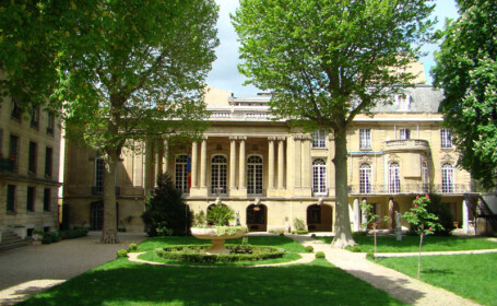 Șapte angajați ai Ambasadei României la Paris, infectați cu Covid-19